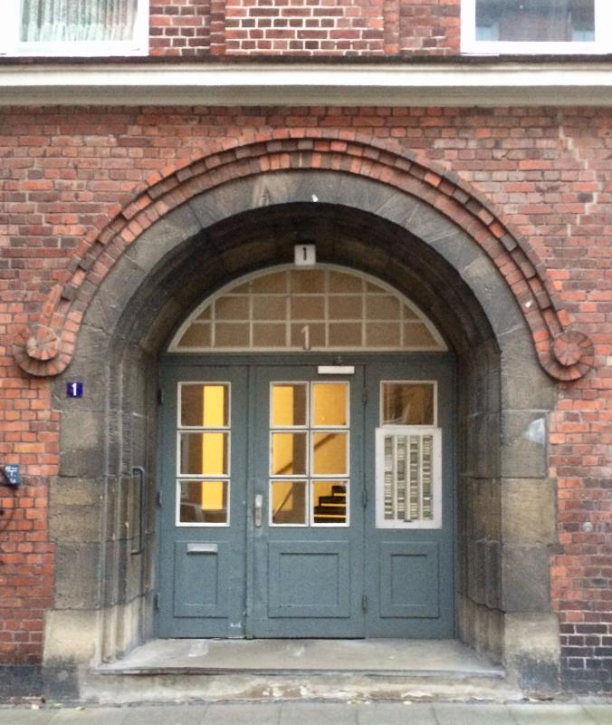 Der Haupteingang zum Ledigenheim, Foto: Kristina Sassenscheidt