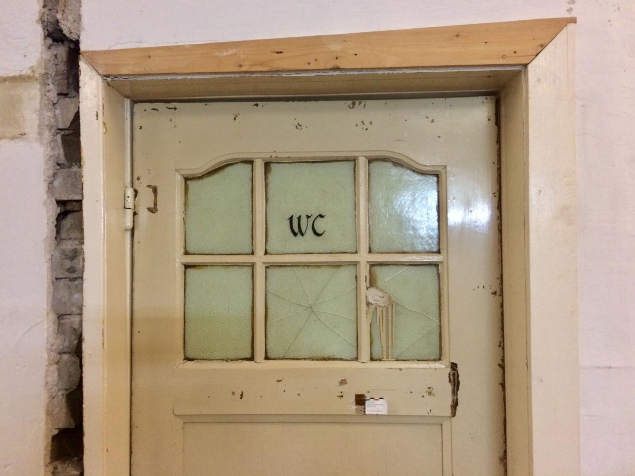 Historische WC-Tür, Foto: Kristina Sassenscheidt