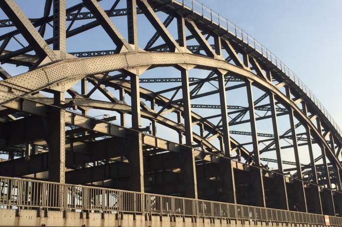Vorträge und Diskussion: Mut zur Brücke!
