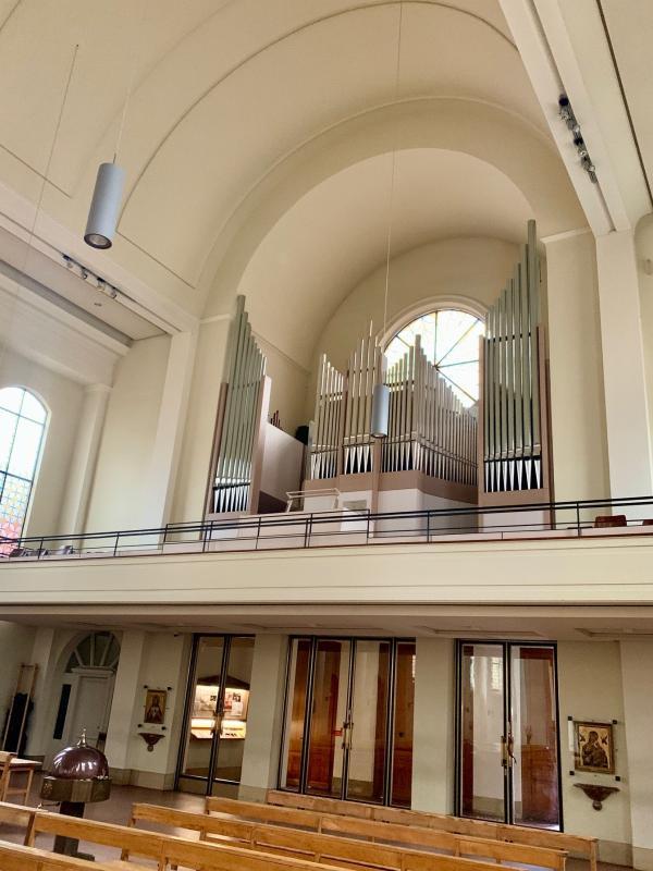 Orgel und Innenraum am Tag, Foto: Kristina Sassenscheidt