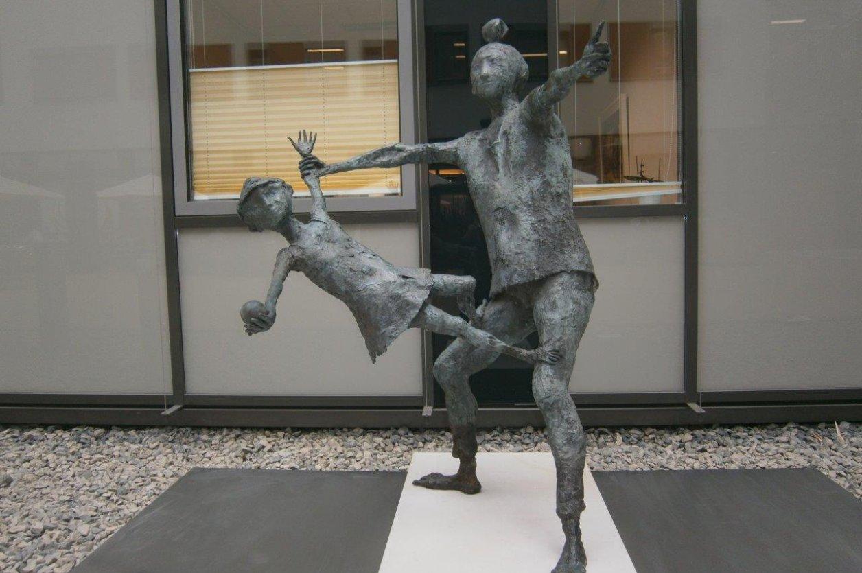 "Restaurierung Bronzeplastik ""Jongleur-Gruppe"""