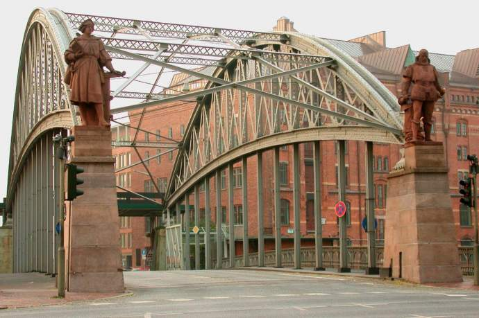 Restaurierung Figuren Kornhausbrücke