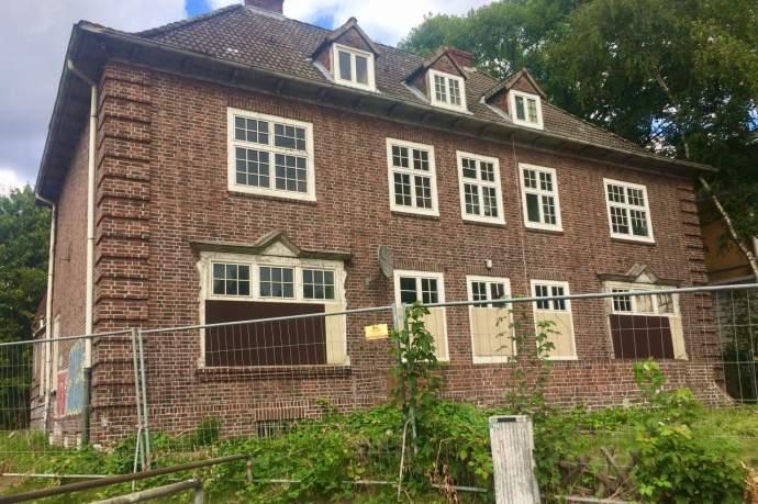 Backstein-Villa in Bahrenfeld verfällt