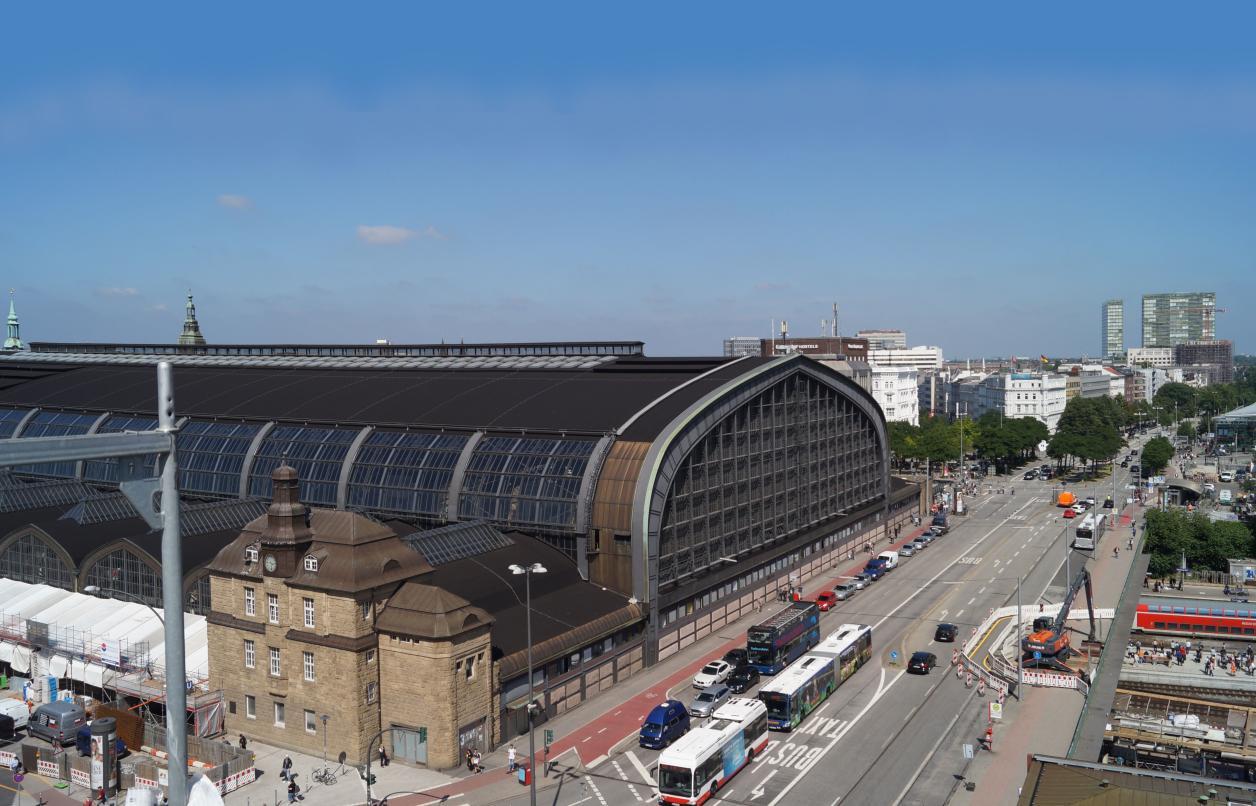 West- und Südfassade des Hauptbahnhofs mit Steintorbrücke, Foto: Antipas Papageorgiou