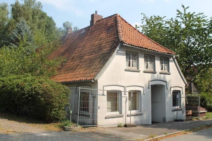 Historische Kate in Moorburg verfällt