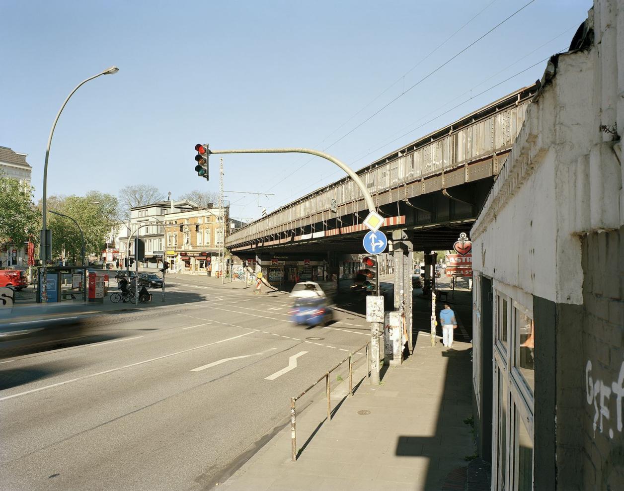Die Sternbrücke von Osten, links zwei Gründerzeitgebäude, die für den Neubau abgerissen werden sollen. Foto: Fotografie Dorfmüller Klier