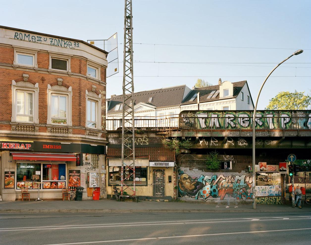 Das Gebäude links der Brücke soll abgerissen werden. Foto: Fotografie Dorfmüller Klier