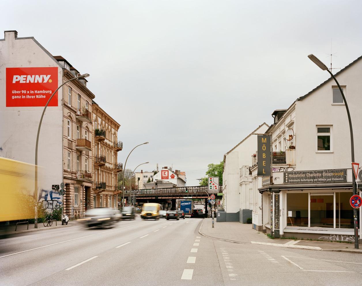 Auf der vierspurigen Stresemannstraße rollt der Verkehr. Foto: Fotografie Dorfmüller Klier