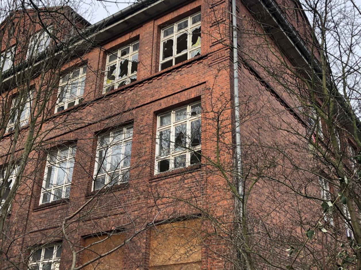 Verfall im Hafen: Schule Neuhof