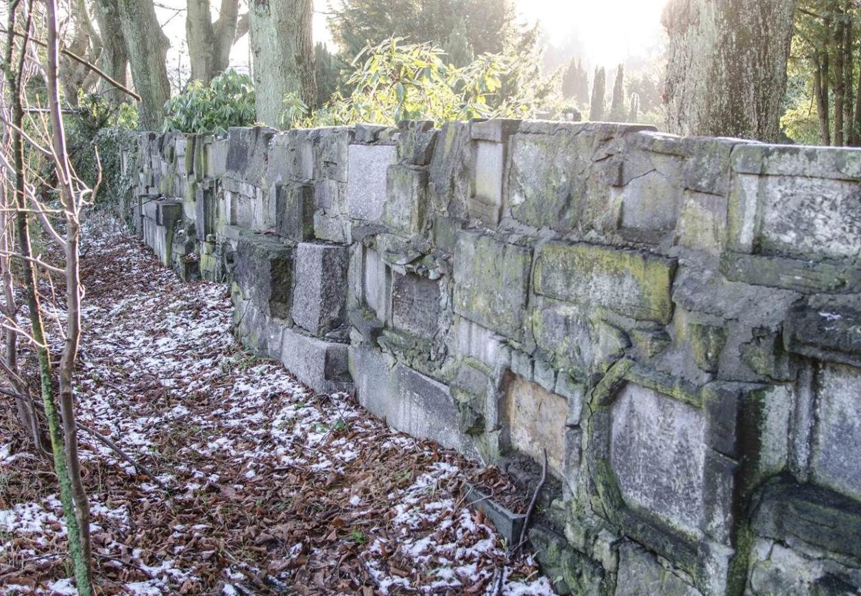 Friedhofsmauer, Foto: Kirsten Petersen
