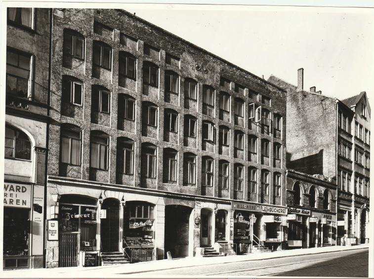 Paradieshof mit Kriegsschäden; Foto: Staatsarchiv Hamburg; Willi Beutler 720-1/343-1/00017337