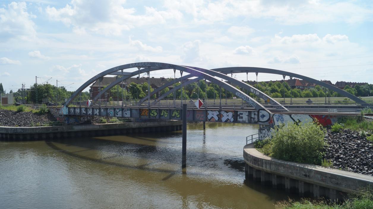 Schienenbrücke an der Müggenburger Durchfahrt, Foto: Antipas Papageorgiou