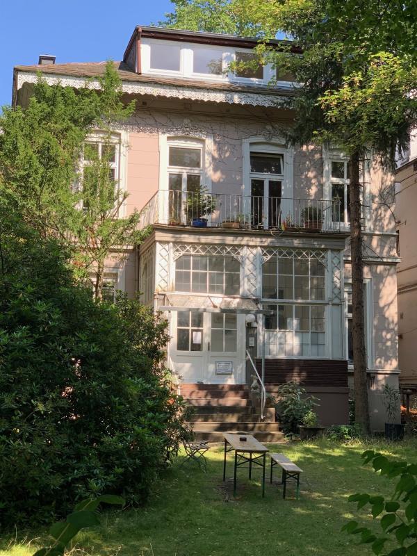 Die Villa von der Herbert-Weichmann-Straße aus, Foto: Matthias Langhagel