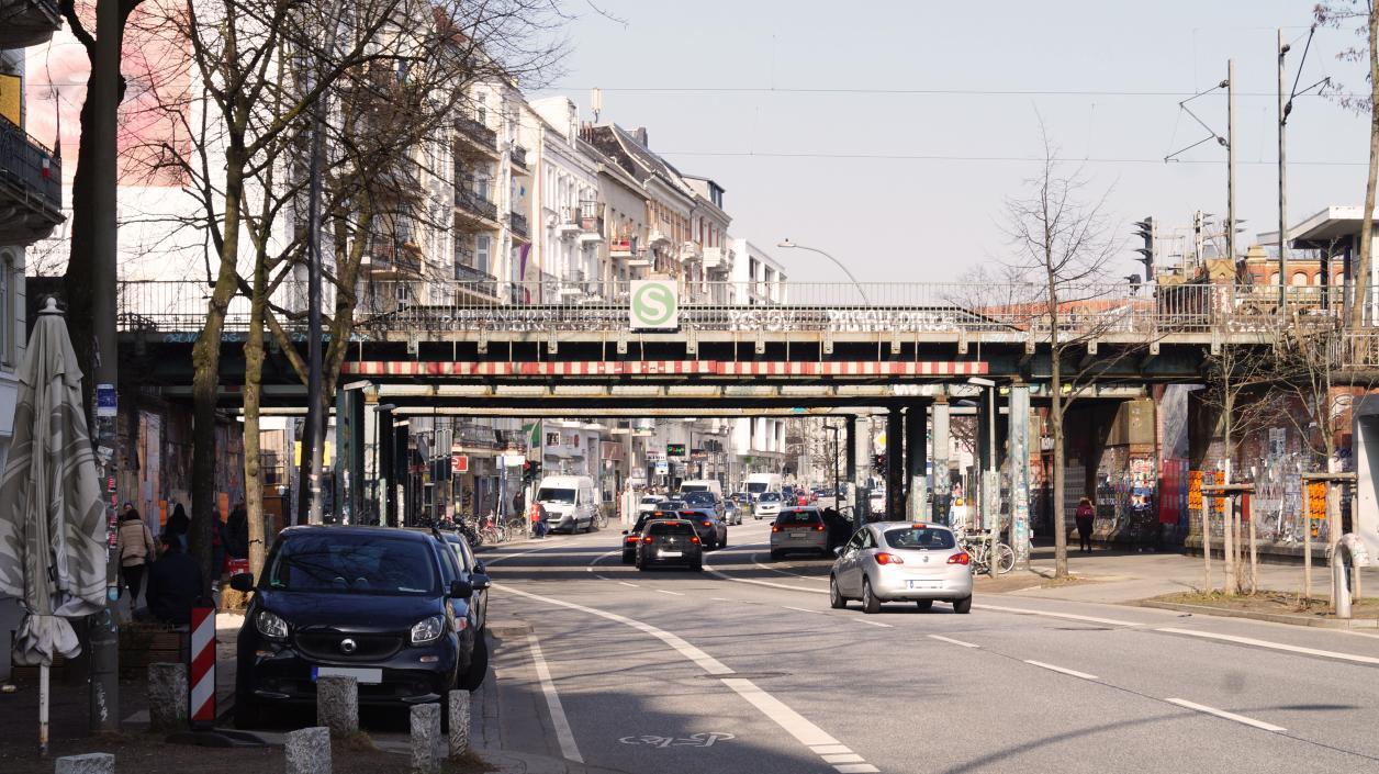Blick von Süden auf die Brücken Schanzenstraße, Photo: Antipas Papageorgiou