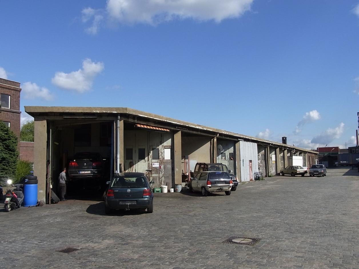 Inzwischen abgerissene Garagenbauten, Foto: Kristina Sassenscheidt